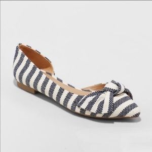 A New Day pointy toe bow flats